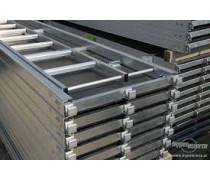 Priechodná kombi podlážka s rebríkom 0,61 x 3,07m